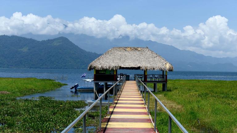 Thatched,Boathouse,,Lake,Yojoa,,Honduras